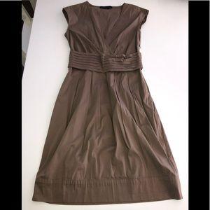 Bcbg brown V neck Pleat waist dress 2 stretch tank